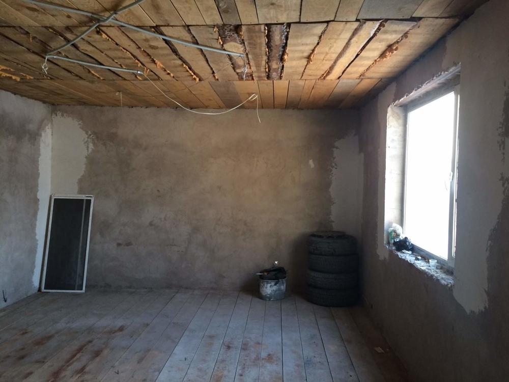 участок в развивающемся районе бастион 10 соток уже построена времянка 53кв.м окна ...