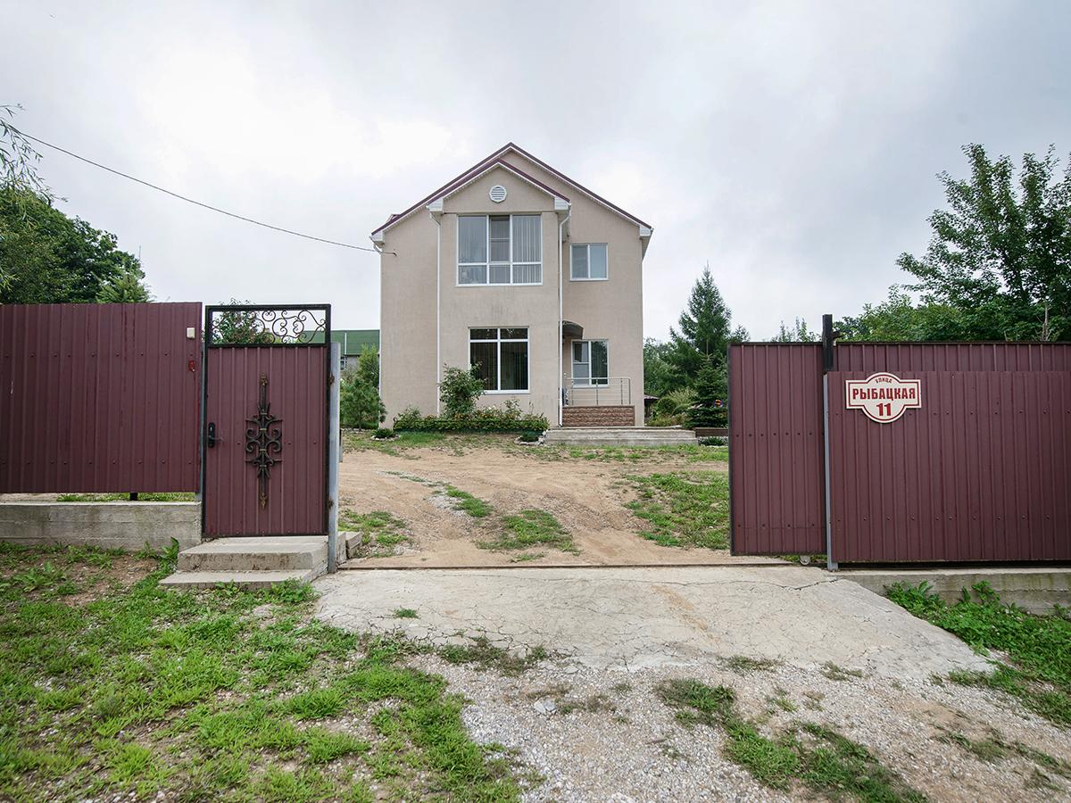 Дом с земельным участком в Партизанском районе