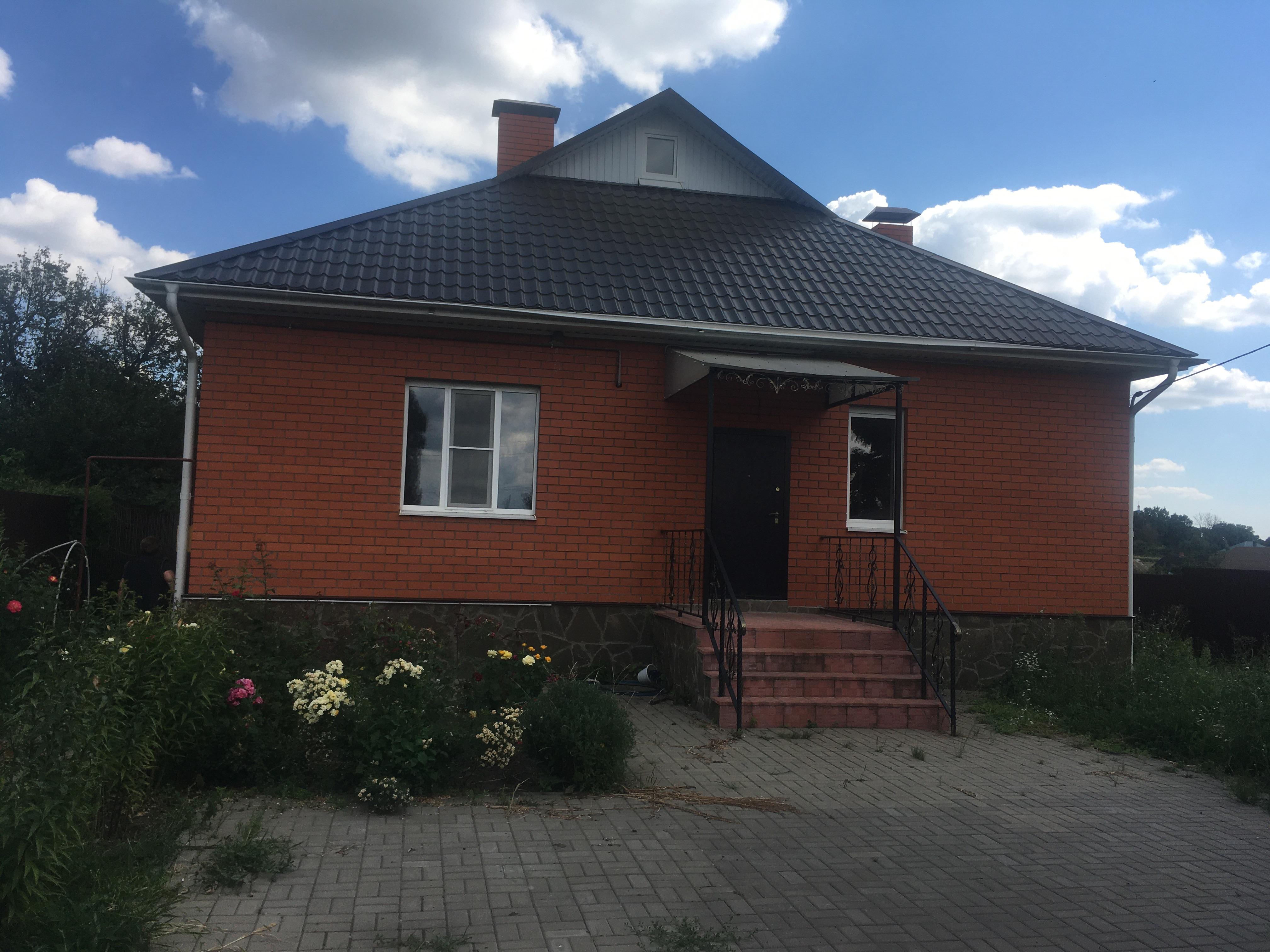 Верхняя Медведица, ул. Советская, 333, дом кирпичный с участком 27 сот. на продажу