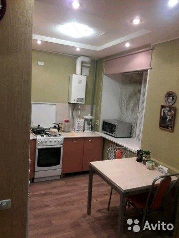 продам квартиру с ремонтом,все комнаты раздельные по ул. 40лет коми д. 5,с хорошо раз...