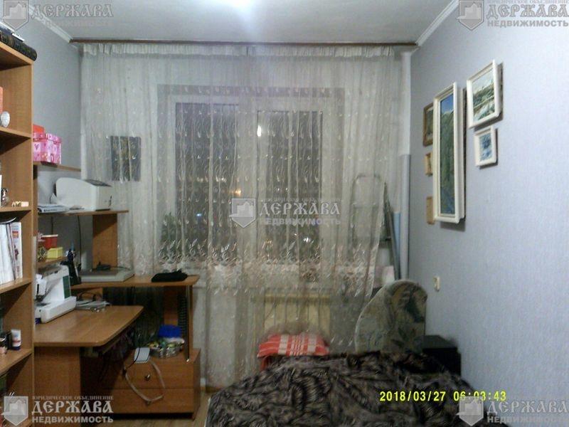 Продается двухкомнатная квартира за 1 900 000 рублей. Кемерово, Строителей б-р, д. 22.