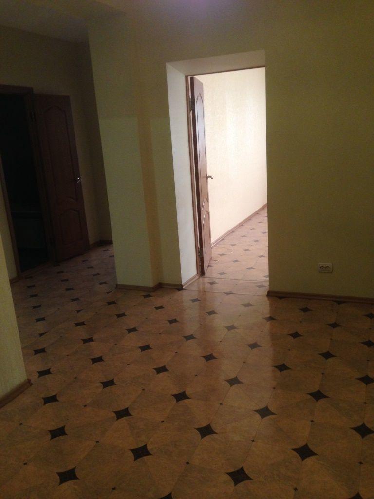 Продам 2-комнатную квартиру в городе Саратов, на улице Мичурина, 150, 4-этаж 10-этажного Кирпич дома, площадь: 81/36/16 м2