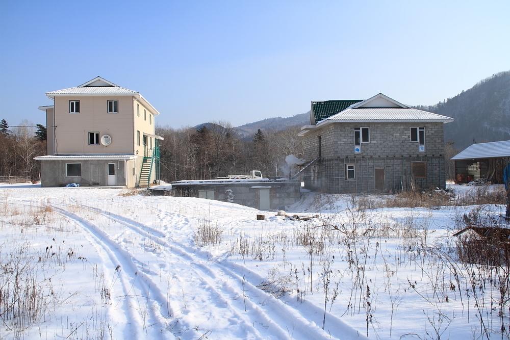 База с постройками, жилые и нежилые постройки