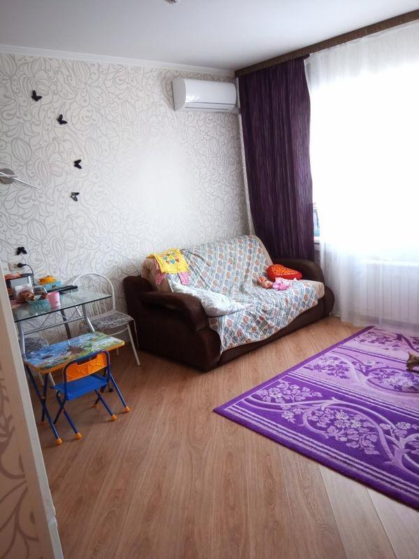 Продается двухкомнатная квартира за 2 200 000 рублей. Кемерово, Шахтеров пр-кт, д. 72.