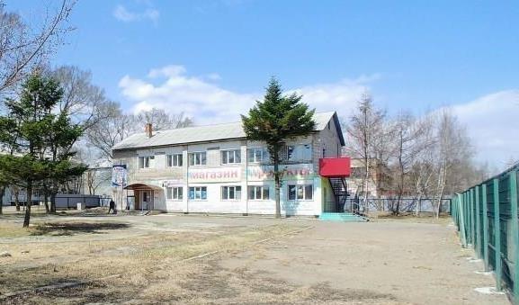 Фото: Продаём нежилое здание с землёй в центре села Корсаковка