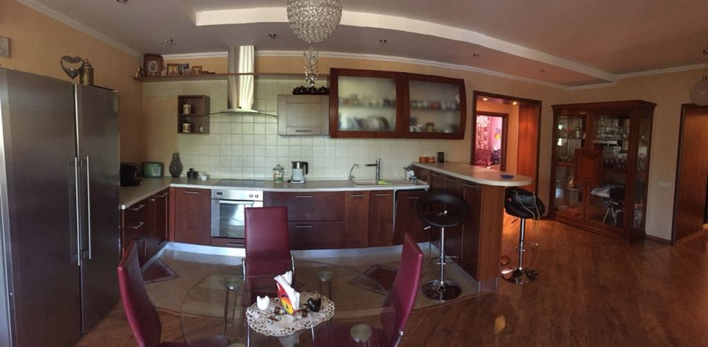 Продам 4-комнатную квартиру в городе Саратов, на улице Валовая, 32, 2-этаж 10-этажного Кирпич дома, площадь: 117/76/30 м2