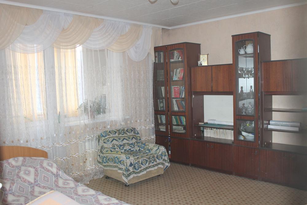 продаю 3-х комнатную квартиру 97 серии , на 7-м этаже 9-и этажного панельного дома , по...