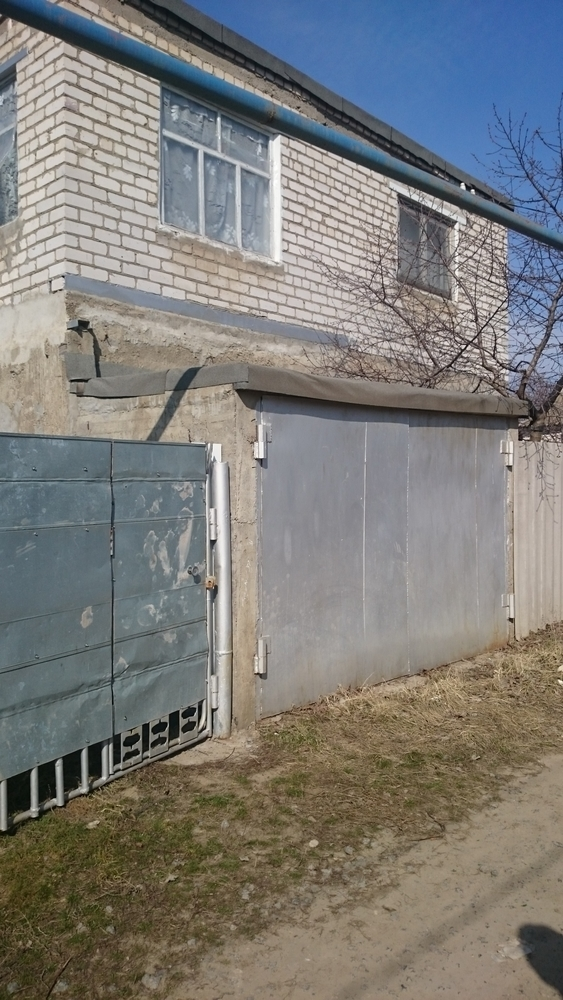 Продаётся 2-комн.               дом, 6 cот.,  Средняя Ахтуба,               , Абрикосовая ул., д. 986