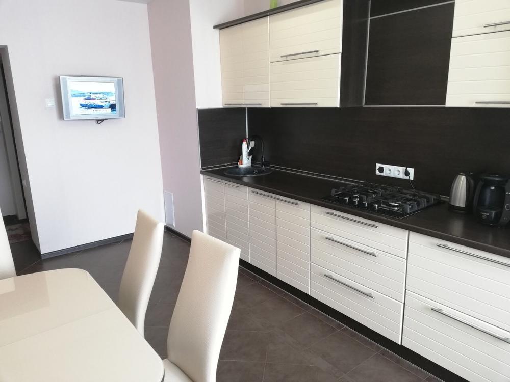 Продам 3-комнатную квартиру в городе Саратов, на улице Исаева, 9, 2-этаж 6-этажного Панель дома, площадь: 83/55/16 м2