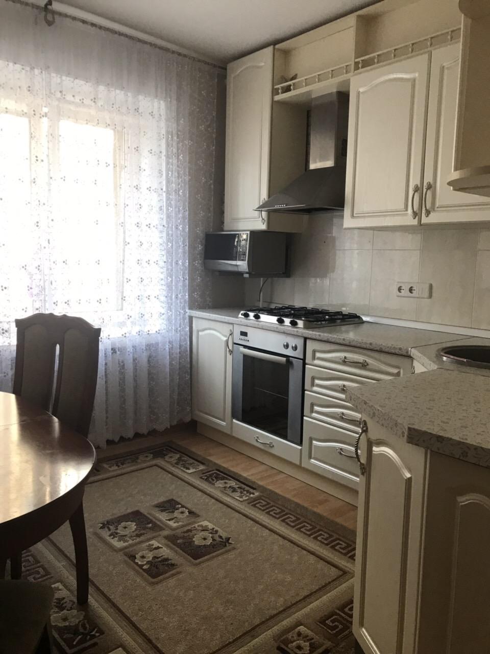 Продам 2-комнатную квартиру в городе Саратов, на улице Большая Затонская, 23, 1-этаж 5-этажного  дома, площадь: 65/38/10 м2
