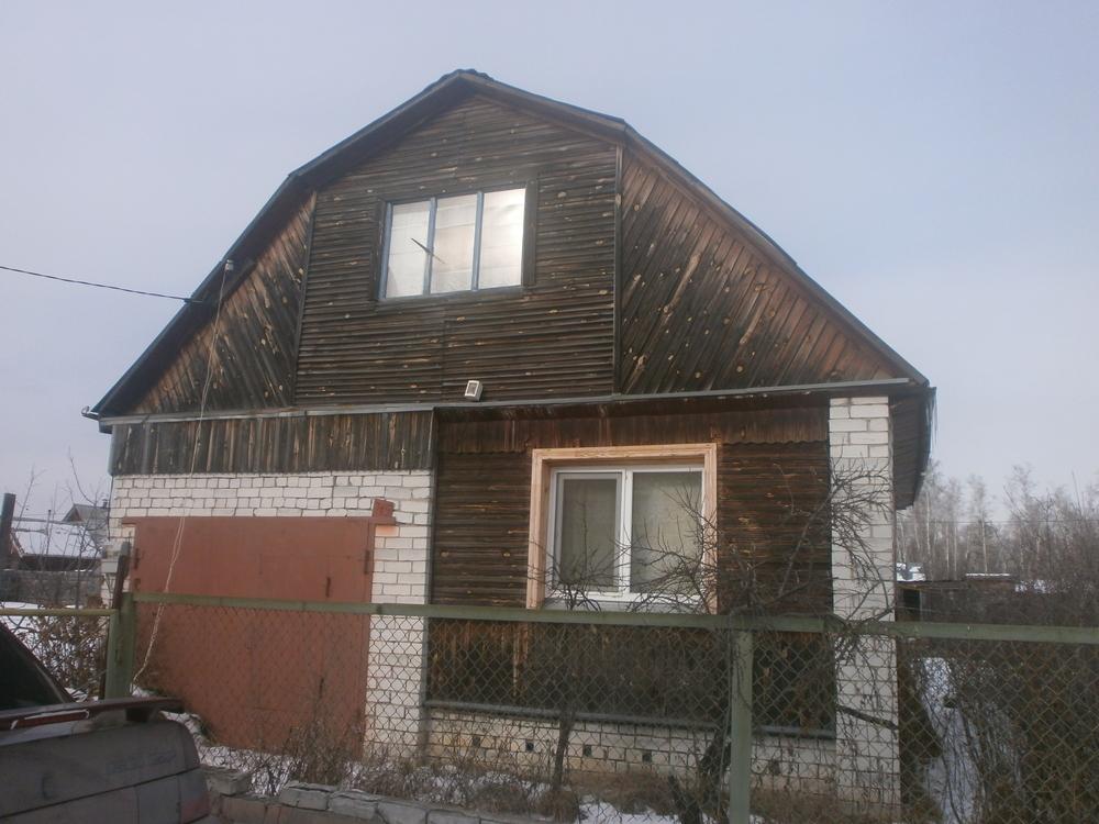 продаю дачу от города 13 км район п. левашово, 2 эт. с балконом, две комнаты, два окна...