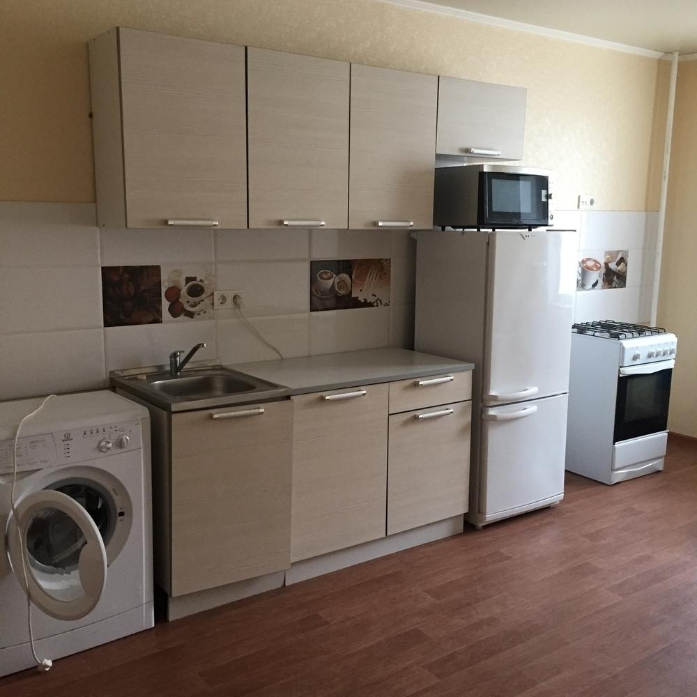 Сдам 3-комнатную квартиру в городе Саратов, на улице Тархова, 45, 6-этаж 10-этажного Панель дома, площадь: 83/45/16 м2