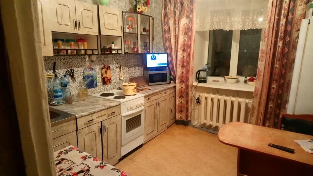 евро-окна,ванна кафель,счетчики на воду,шкаф-купе,обмен на двухкомнатную,в районе ...