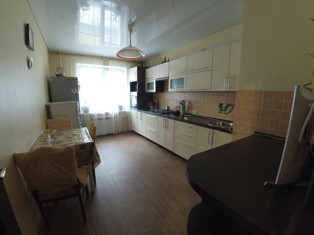 Продам 3-комнатную квартиру в городе Саратов, на улице Исаева, 7, 1-этаж 6-этажного Панель дома, площадь: 73/50/15 м2