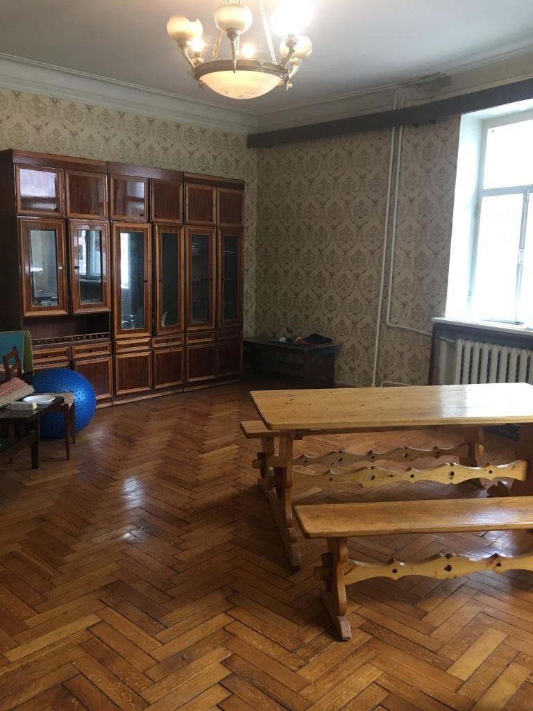 Продам 5-комнатную квартиру в городе Саратов, на улице Советская, 18, 2-этаж 5-этажного Кирпич дома, площадь: 128/0/10 м2