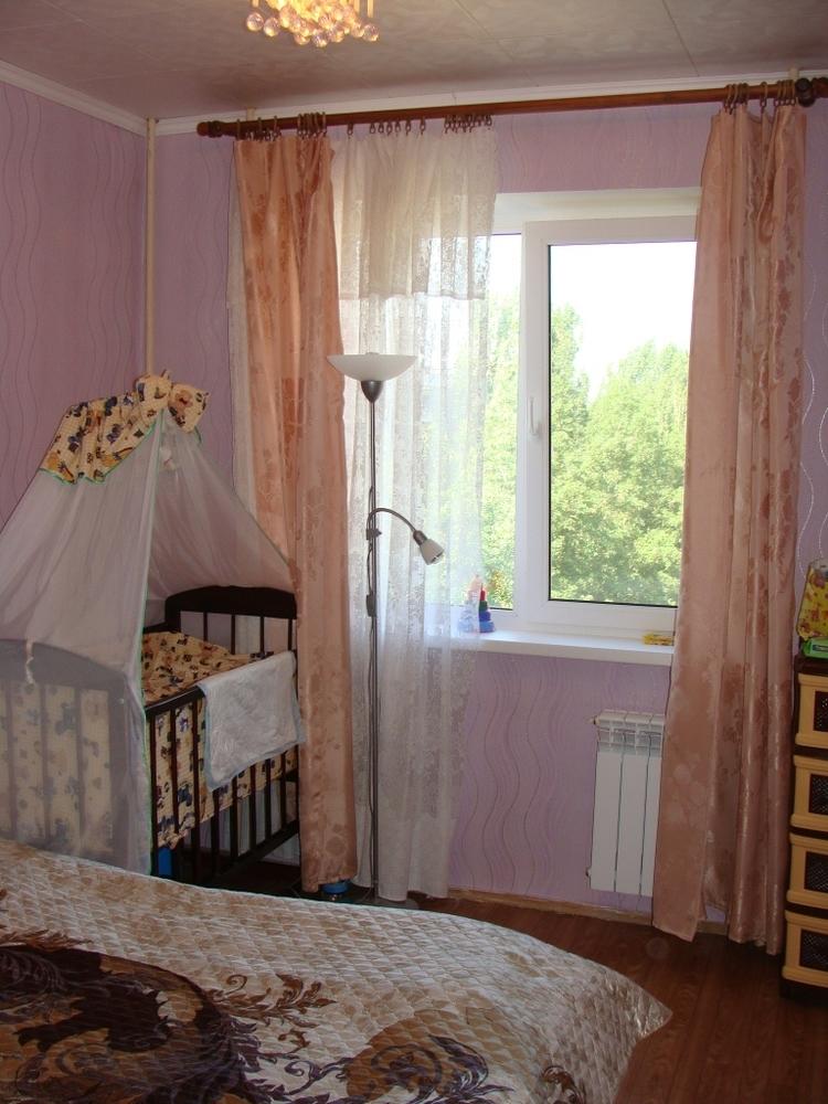 Продам 3-комнатную квартиру в городе Саратов, на улице 3-я Степная, 8, 8-этаж 10-этажного Панель дома, площадь: 70/40/11 м2